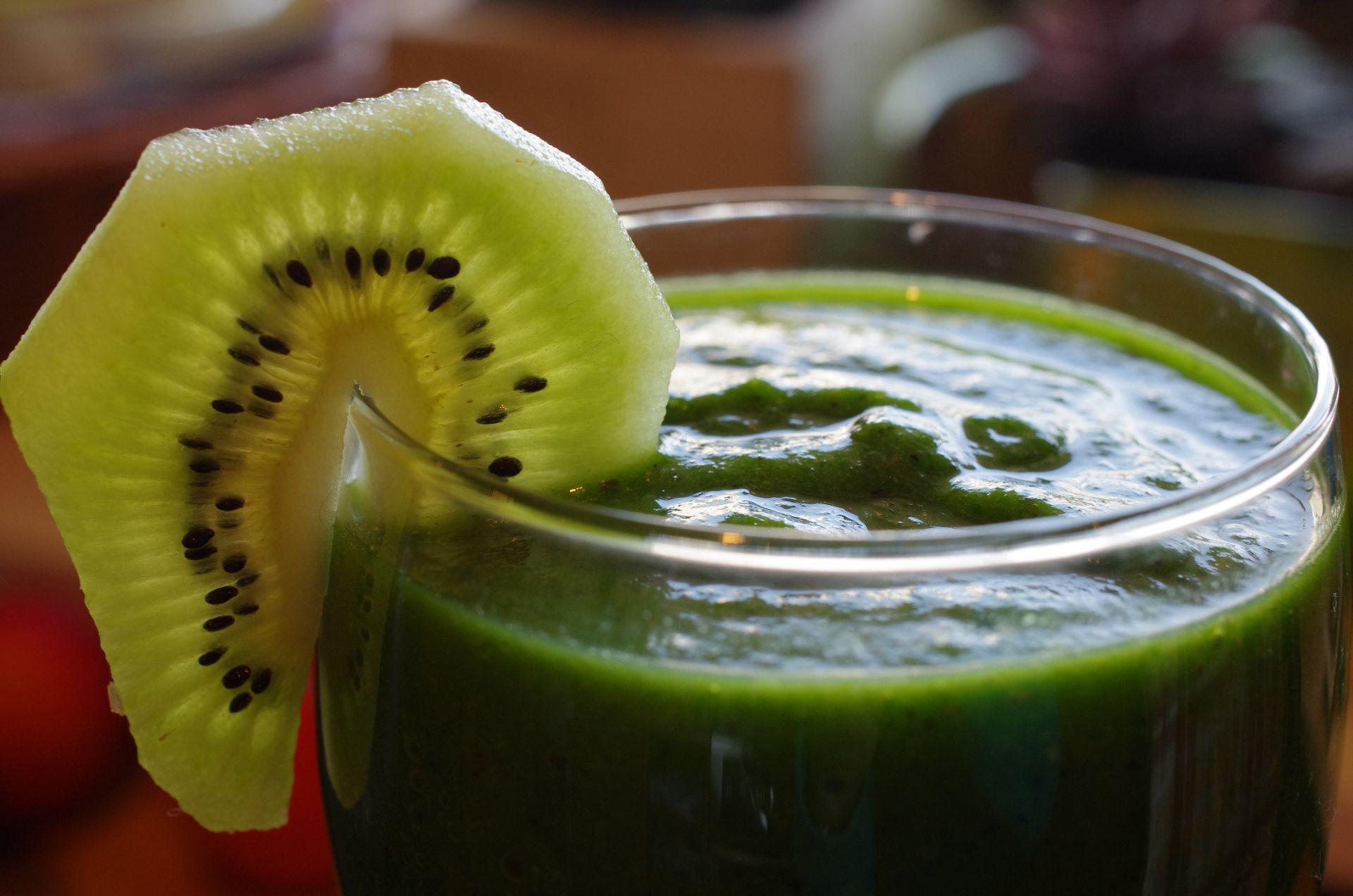 Zielony koktajl kiwi szpinak banan leczenieprzezjedzenie dietetyk warszawa
